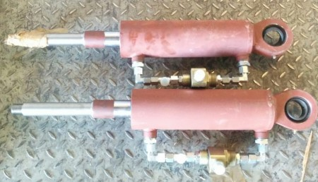 Гидроцилиндр подъёма переднего отвала с г/замком