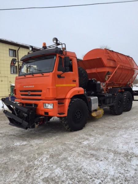 Комбинированная дорожная машина КДМ-118001 на шасси КАМАЗ-43118