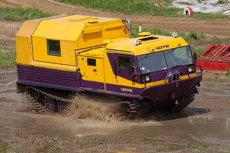 Гусеничный плавающий вездеход ТМ-140