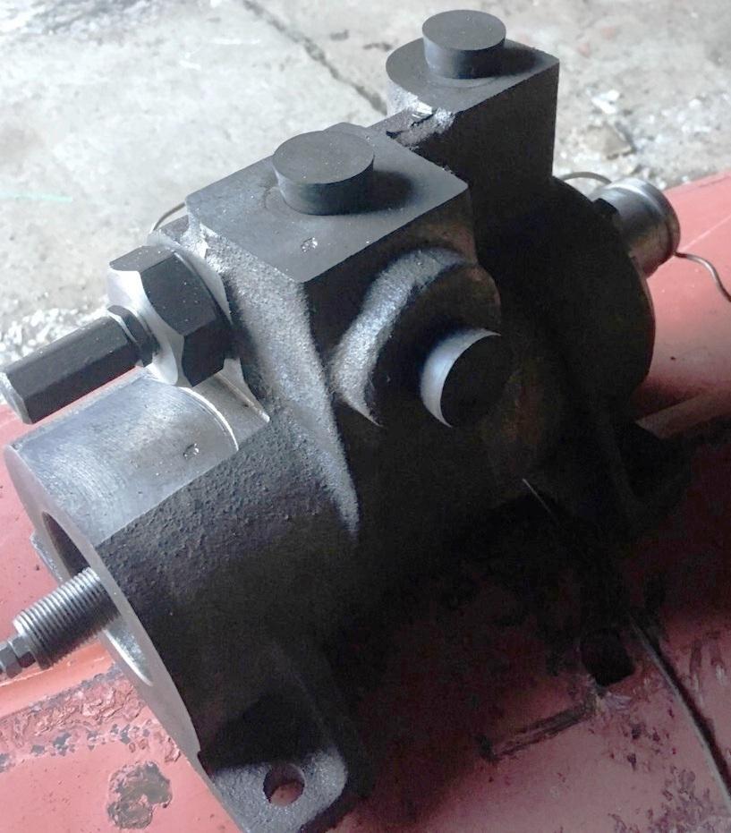 Гидроусилитель сцепления тормоза для автогрейдера ДЗ-180 200.05.08.000-01