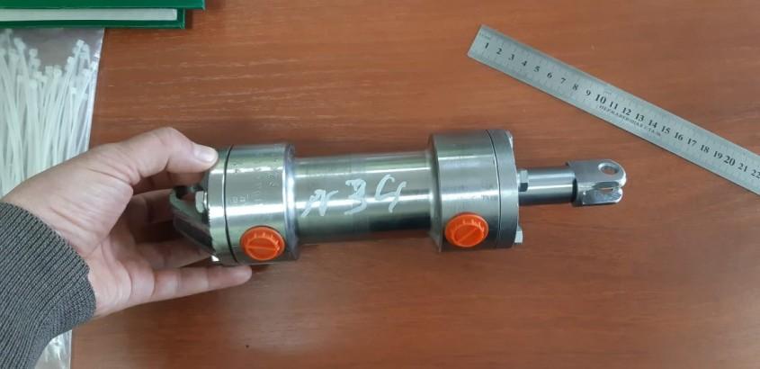Гидроцилиндр открывания/закрывания форсунок для распределителя автогудронатора